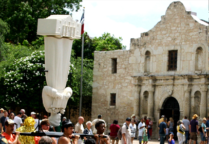 Image of upside down saint anthony, san alamo sculpture